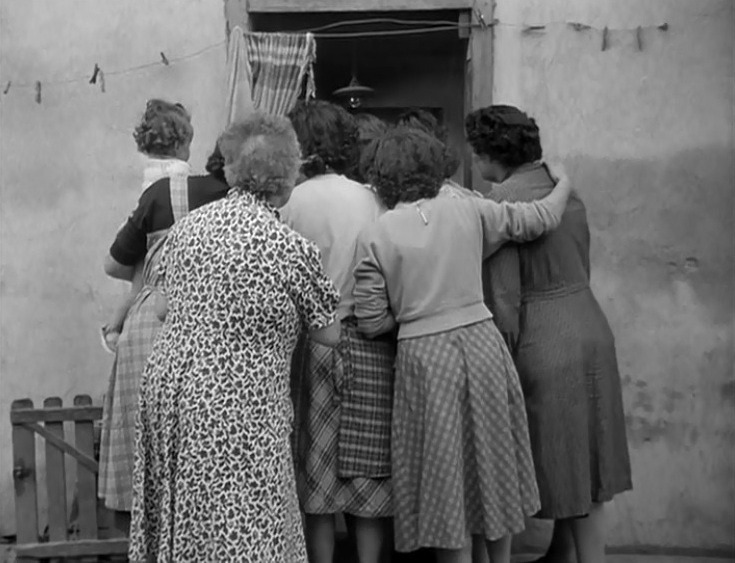 This image has an empty alt attribute; its file name is la-pointe-courte-women-huddling.jpg