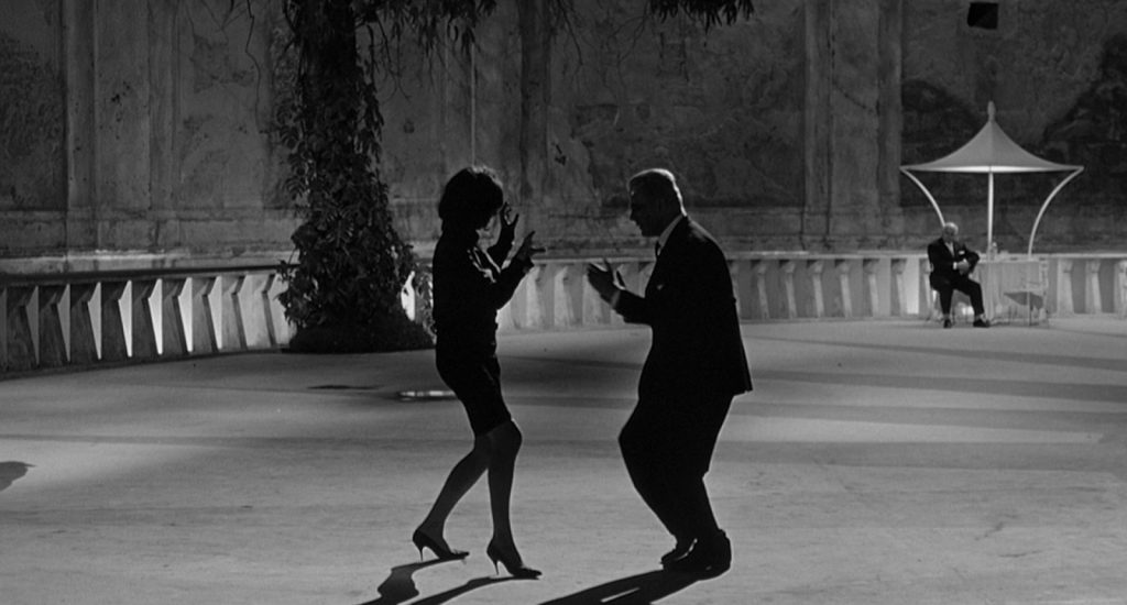 This image has an empty alt attribute; its file name is fellini-la-dolce-vita-dancing-1024x550.jpg