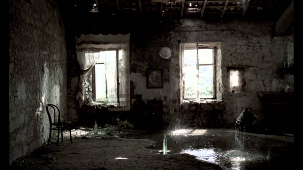 This image has an empty alt attribute; its file name is tarkovsky-dilapidated-interior-nostalgia-1024x576.jpg