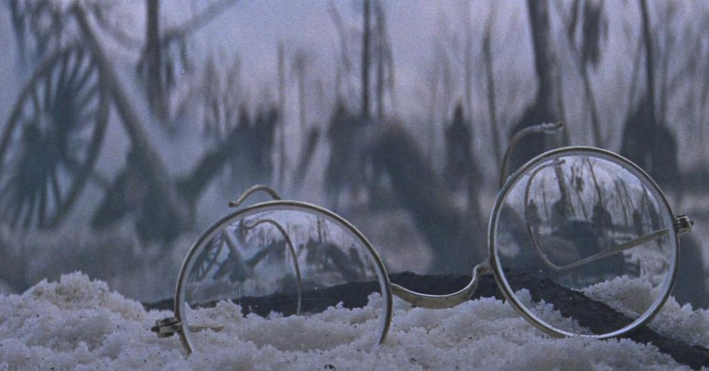 This image has an empty alt attribute; its file name is doctor-zhivago-glasses-lean-1024x537.jpg
