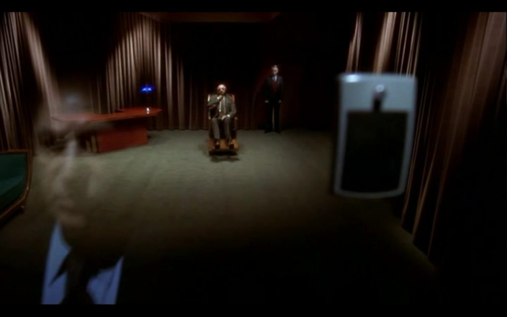 This image has an empty alt attribute; its file name is room-in-mulholland-drive-423-lynch-1024x640.jpg