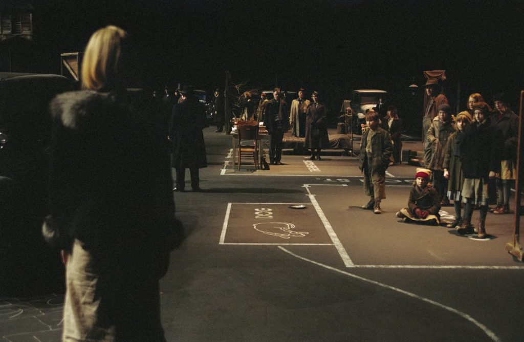 This image has an empty alt attribute; its file name is dogville-von-trier-ladkjflajf-1024x668.jpg